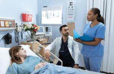 Área da Enfermagem Clínica e Cirúrgica dedica-se ao atendimento do paciente adulto ou idoso hospitalizado, com afecções clínicas e cirúrgicas