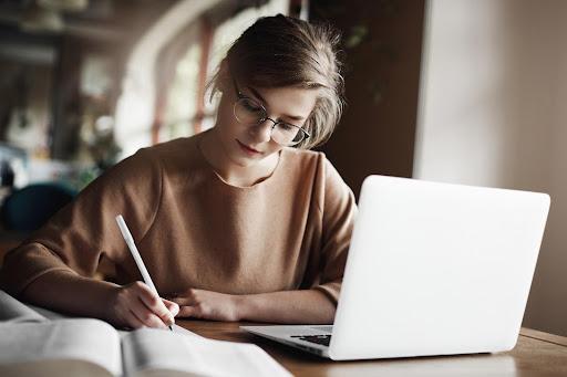 O que escolher: uma segunda graduação ou fazer uma especialização?