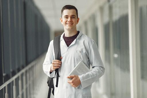 O que considerar ao escolher um curso de pós-graduação da área da saúde?